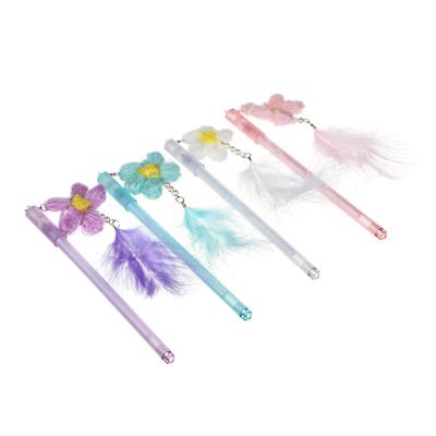 Ручка гелевая синяя с подвеской - брелоком в форме цветка из нитей с пером, 0,5мм, пл., 4 цв.